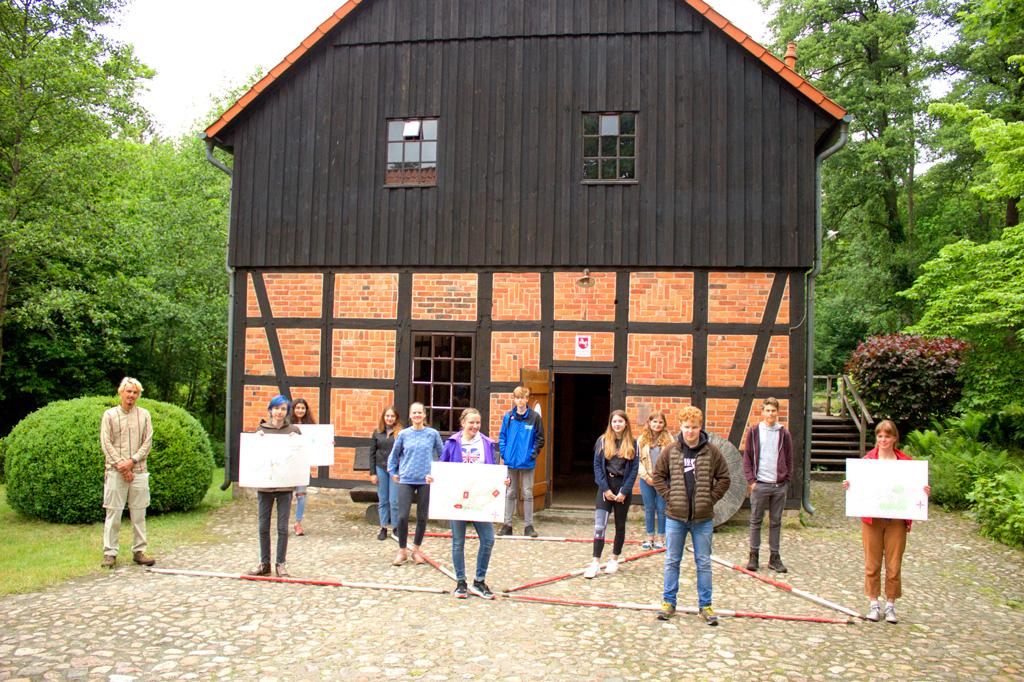 Feldvermessen der 10. KLasse - FWS Benefeld
